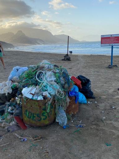 plastic_on_the_beach